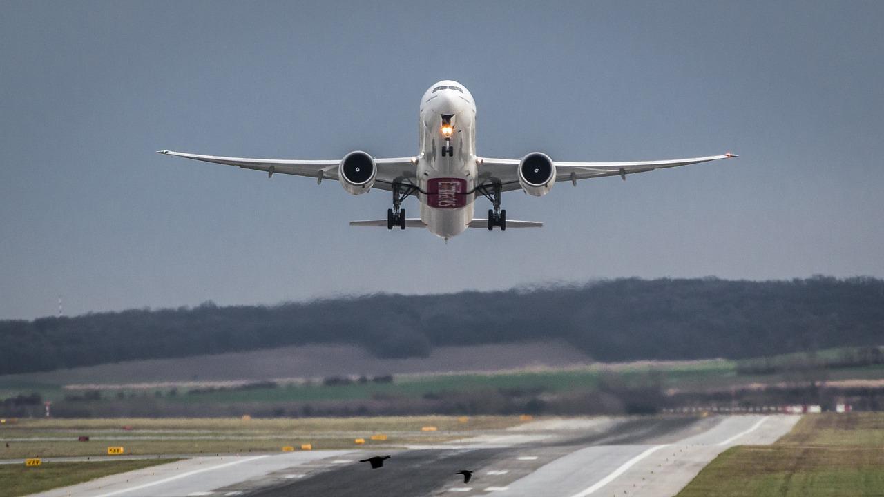 aircraft-1555434_1280